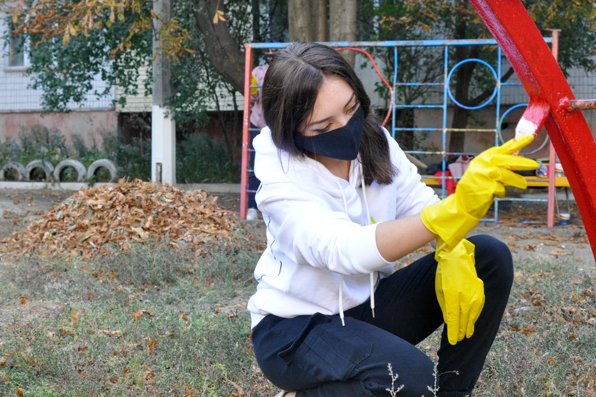 Активисты проекта «Мы помним!» покрасили детскую площадку 2