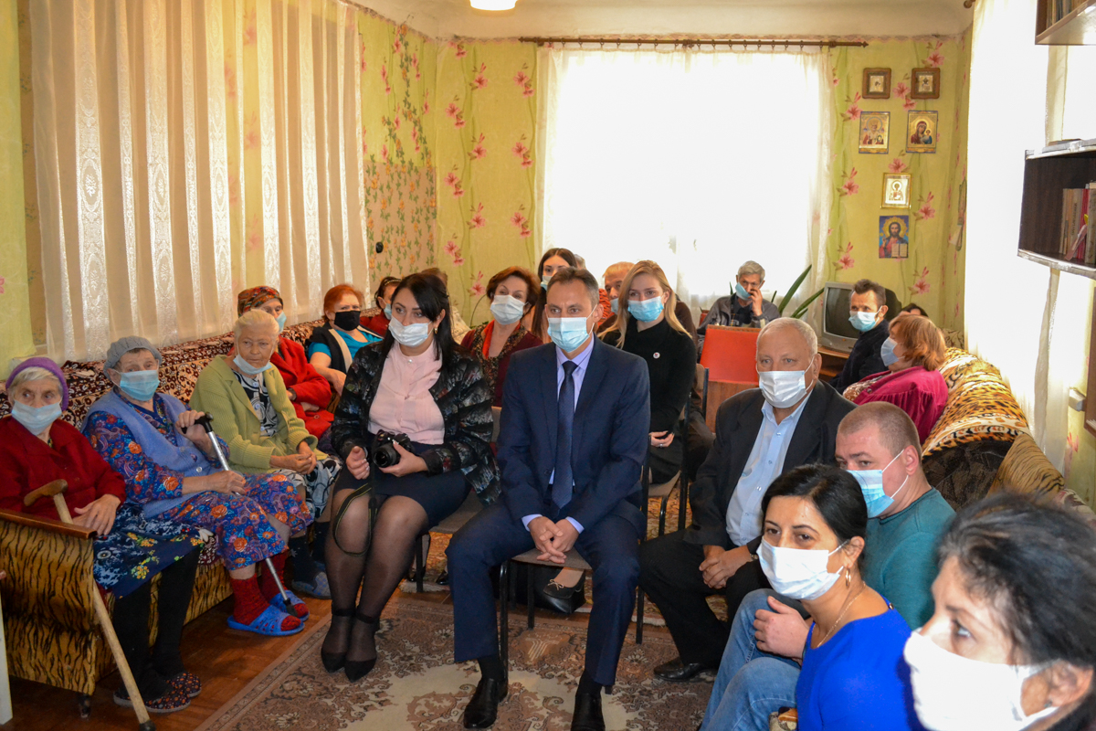 Мероприятие, посвящённое Международному дню пожилых людей, провели в Ровеньках 1