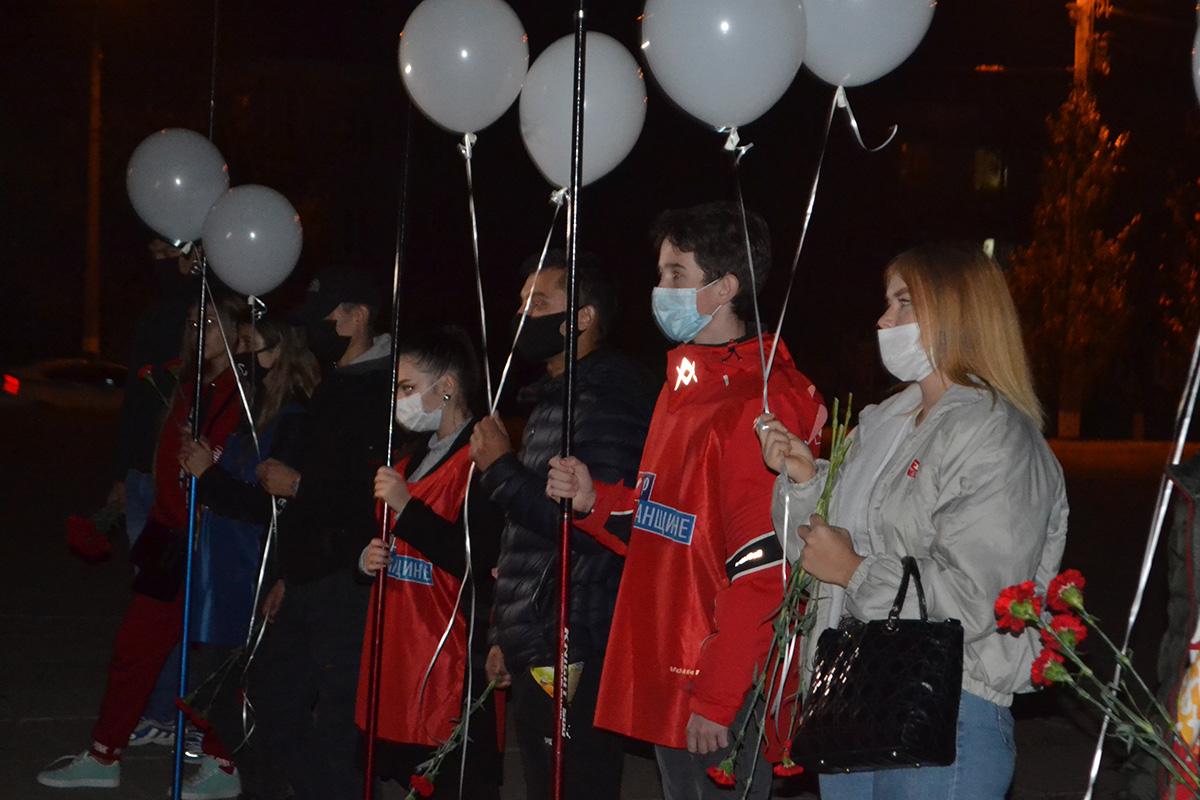 В Луганске в День белых журавлей почтили память павших на полях сражений 4