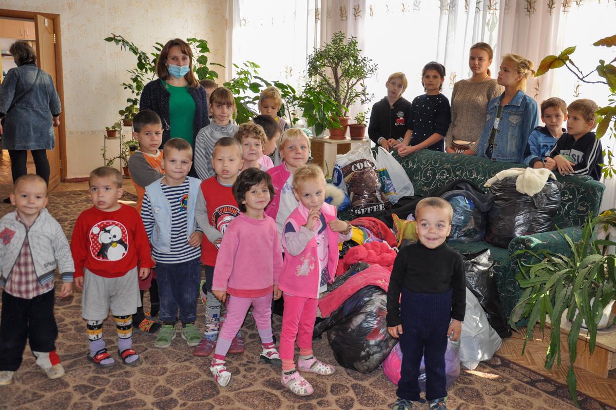 Активисты Свердловского теротделения передали гуманитарную помощь детям с ограниченными возможностями
