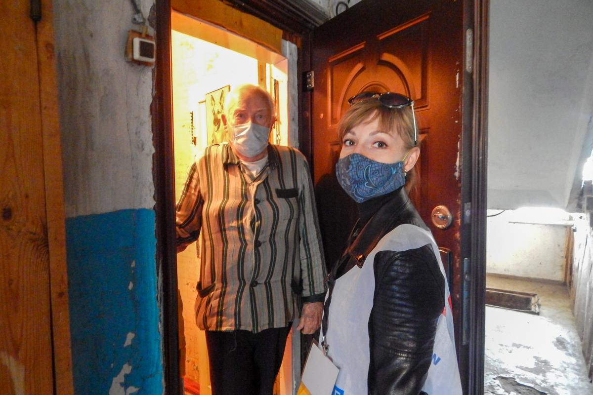 Волонтёры Краснодона оказали помощь трём жителям города 1