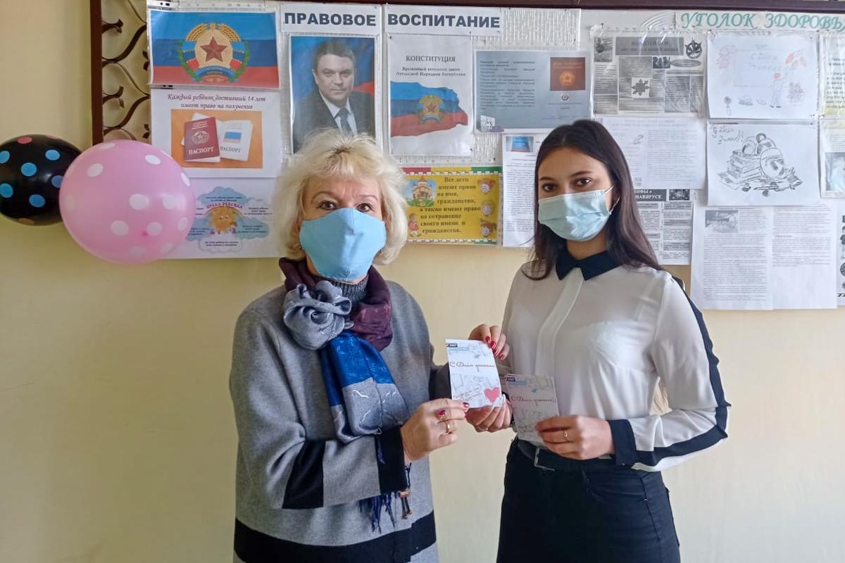 Перевальские активисты поздравили педагогов с Днём работника образования 2