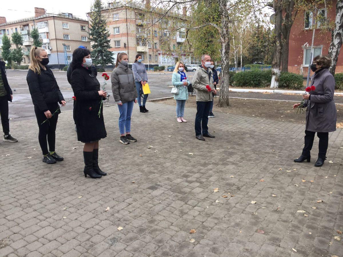 Активисты и депутат Нелли Задирака почтили память жертв политических репрессий 2