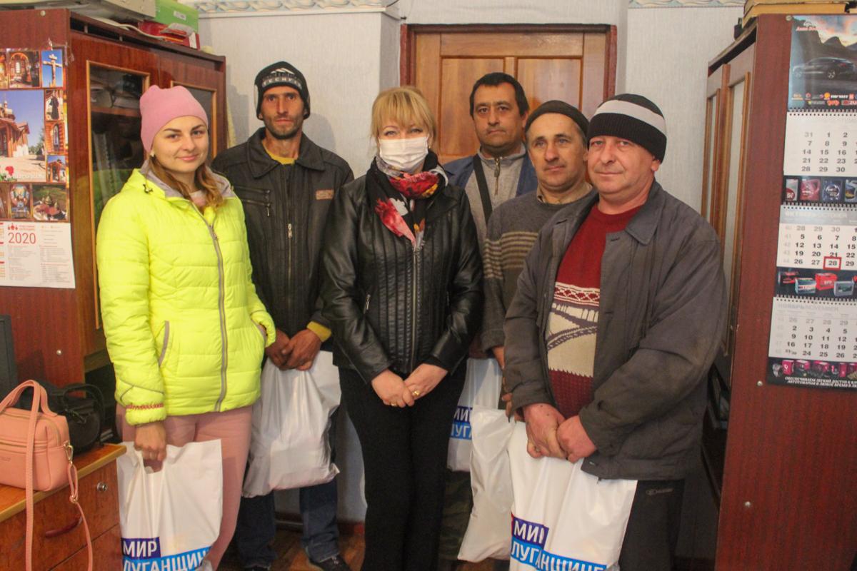 Работники сельского хозяйства Славяносербщины получили продуктовые наборы от проекта «Волонтёр» 1