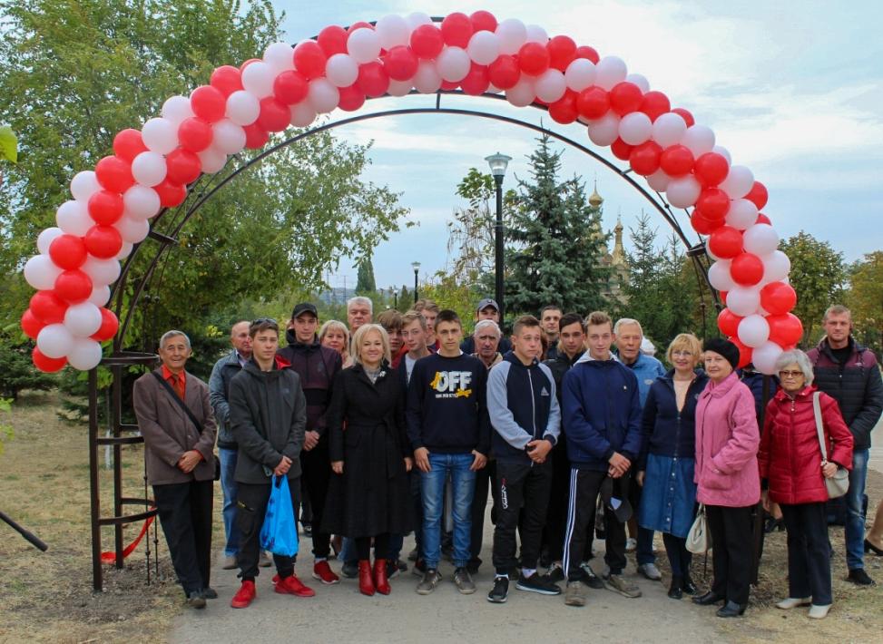 Участники Алчевской городской организации ветеранов приняли участие в открытии сквера имени Второго сентября