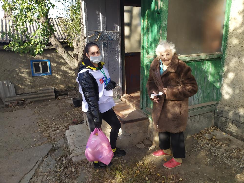 В рамках акции «Рука помощи» волонтеры оказали помощь пяти жителям Краснодона 1