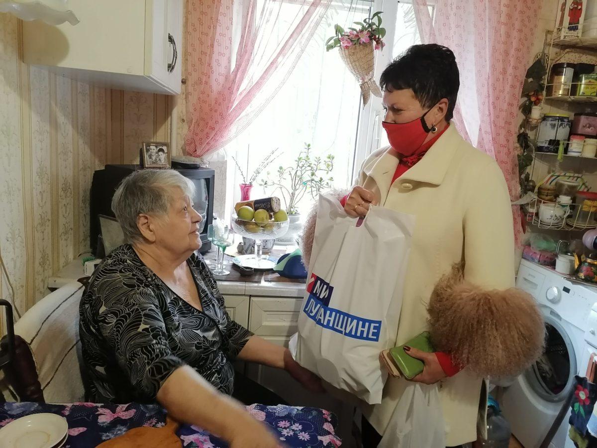 Депутат Ирина Андрух посетила ветерана педагогического труда