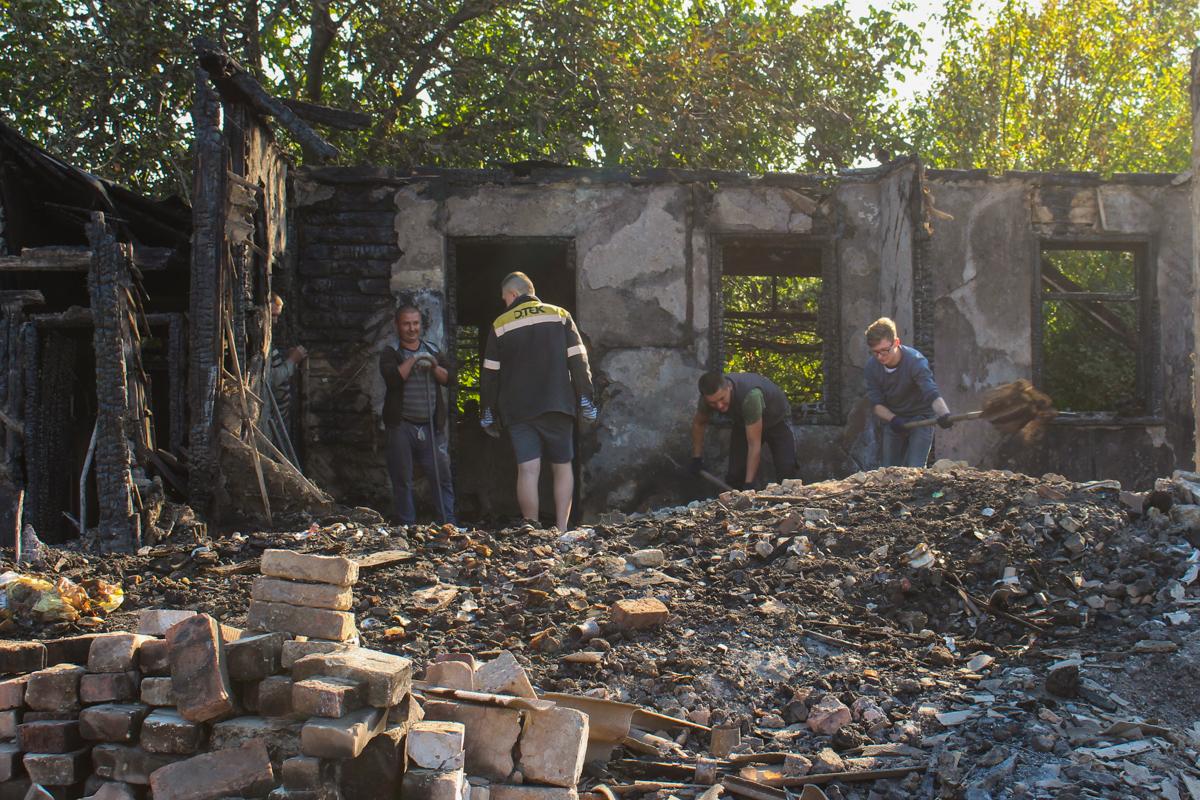 В Свердловске оказали помощь погорельцам от проекта «Волонтёр» ОД «Мир Луганщине»