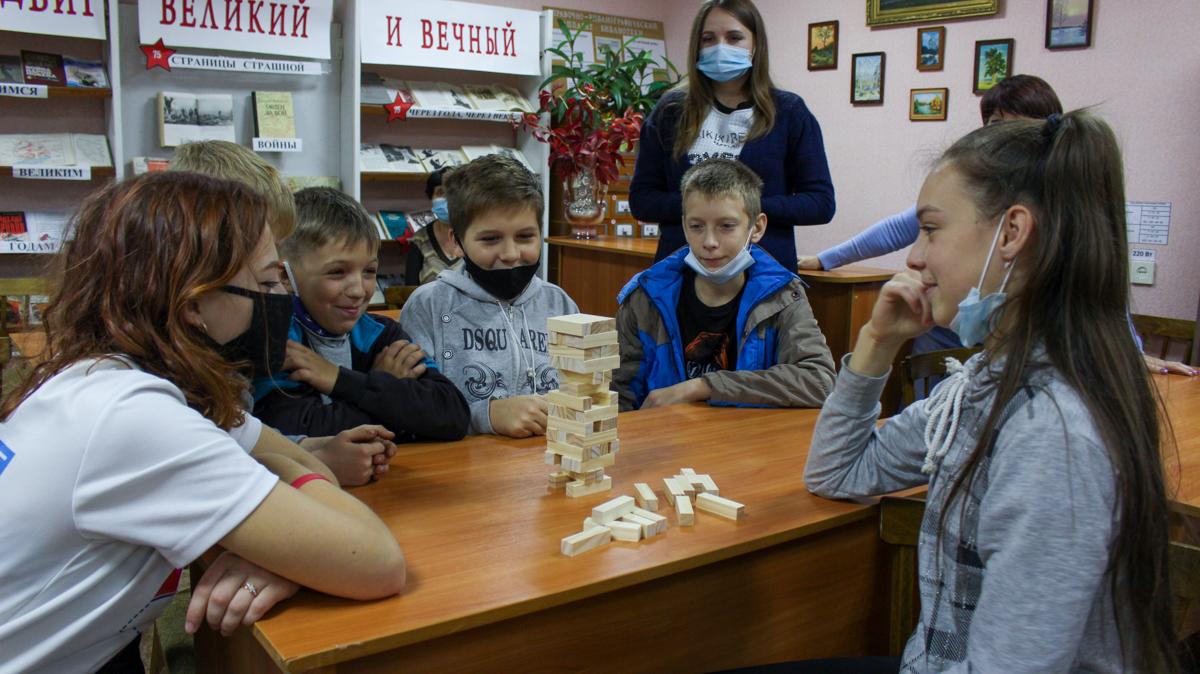 Жителям прифронтового Первомайска передали настольные игры от ОД «Мир Луганщине» 5