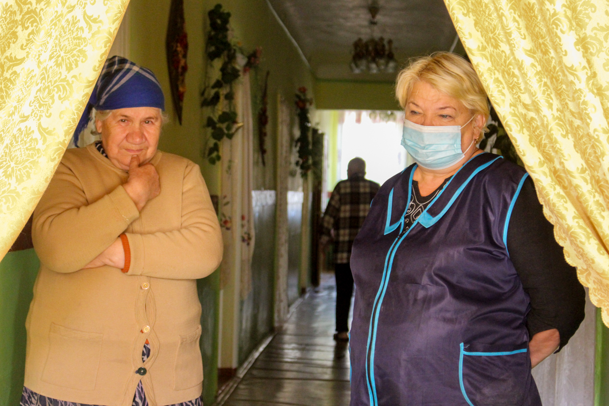 Активисты проекта «Волонтёр» ОД «Мир Луганщине» передали помощь нуждающимся Перевальска 3