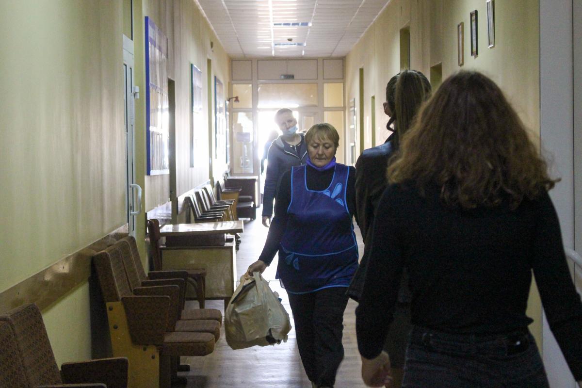 Активисты проекта «Волонтёр» ОД «Мир Луганщине» передали помощь нуждающимся Перевальска 5
