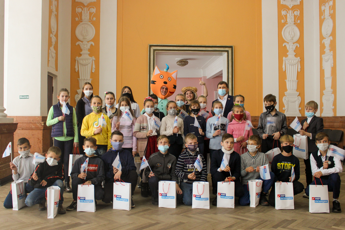 Активисты проекта «Волонтёр» провели развлекательную программу для детей металлургов 3