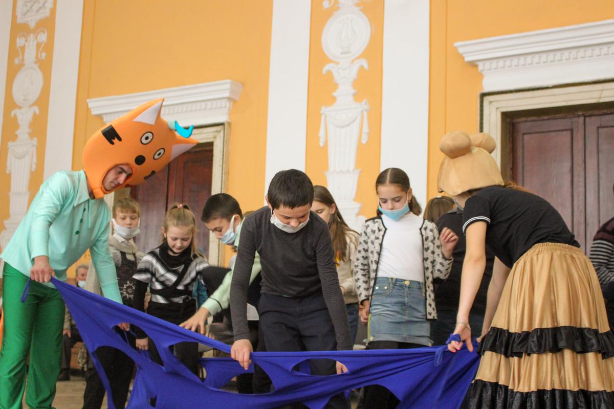 Активисты проекта «Волонтёр» провели развлекательную программу для детей металлургов 2