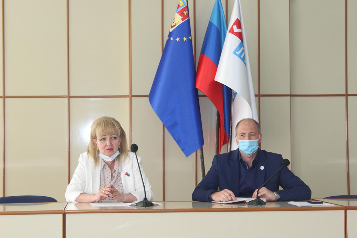 Депутат Анна Мосина встретилась с жителями Славяносербского района