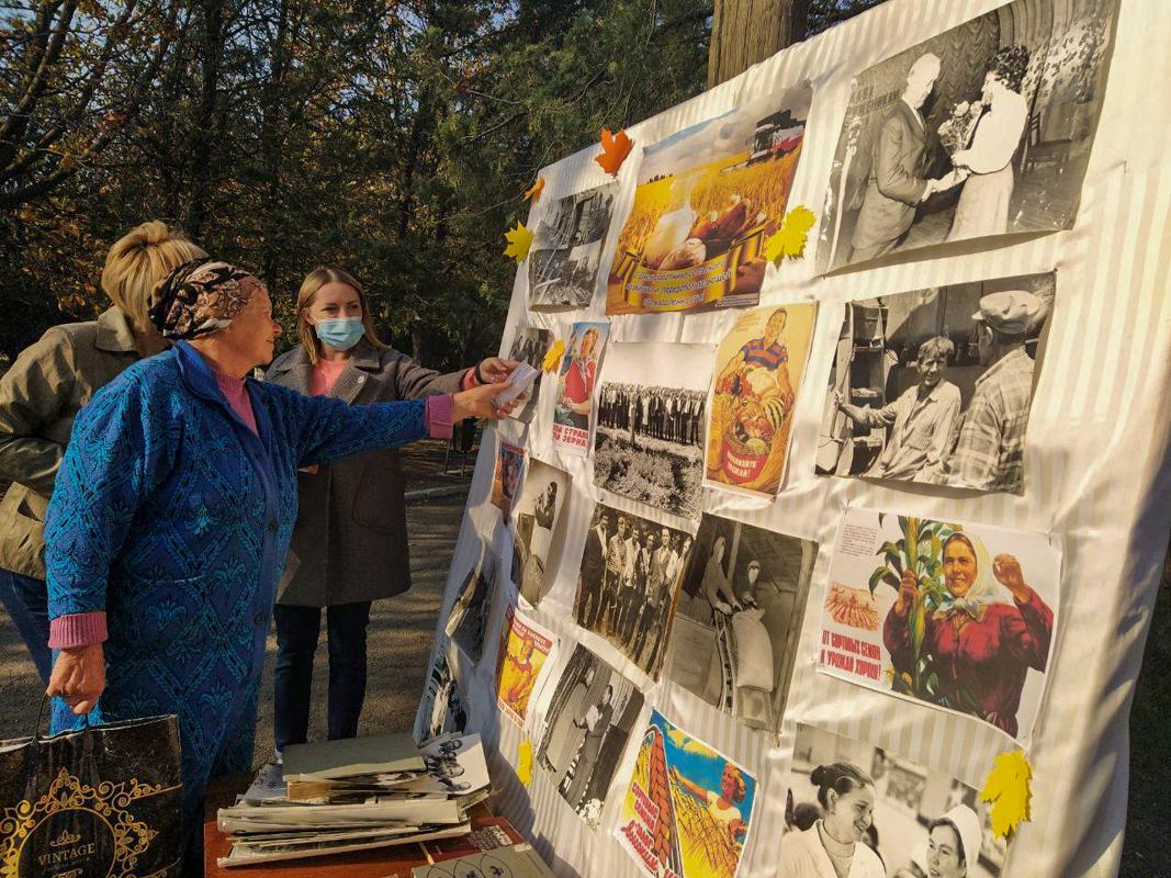 В Металлисте активисты провели фотовыставку ко Дню работника сельского хозяйства и перерабатывающей промышленности