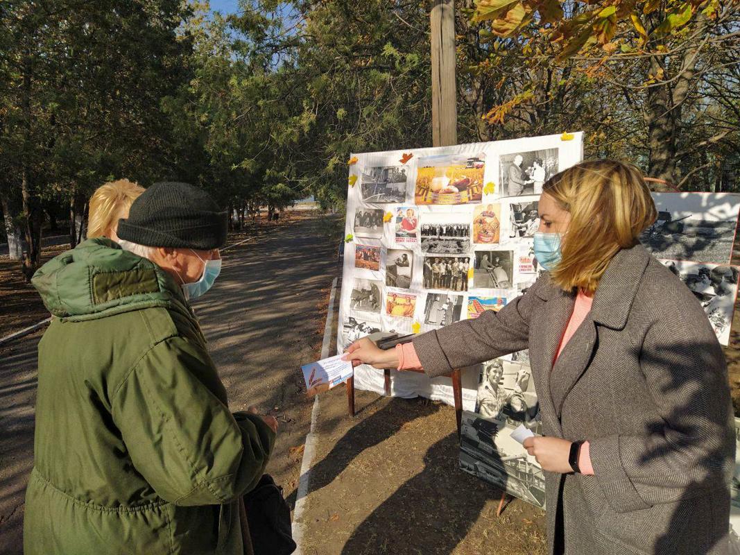 В Металлисте активисты провели фотовыставку ко Дню работника сельского хозяйства и перерабатывающей промышленности 4