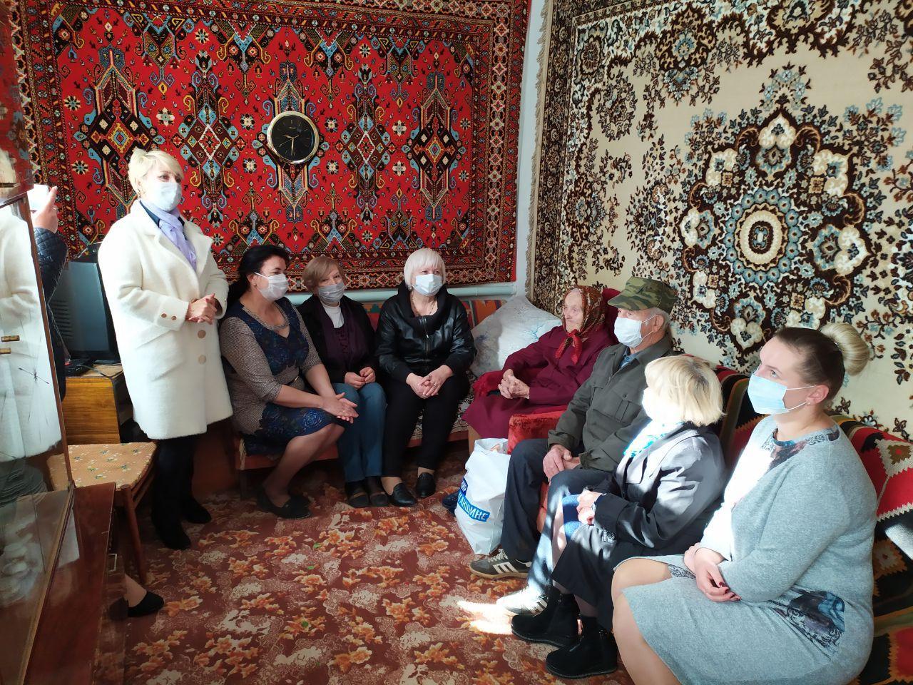 Активисты ОД «Мир Луганщине» поздравили ветерана с юбилеем и профессиональными праздниками 2