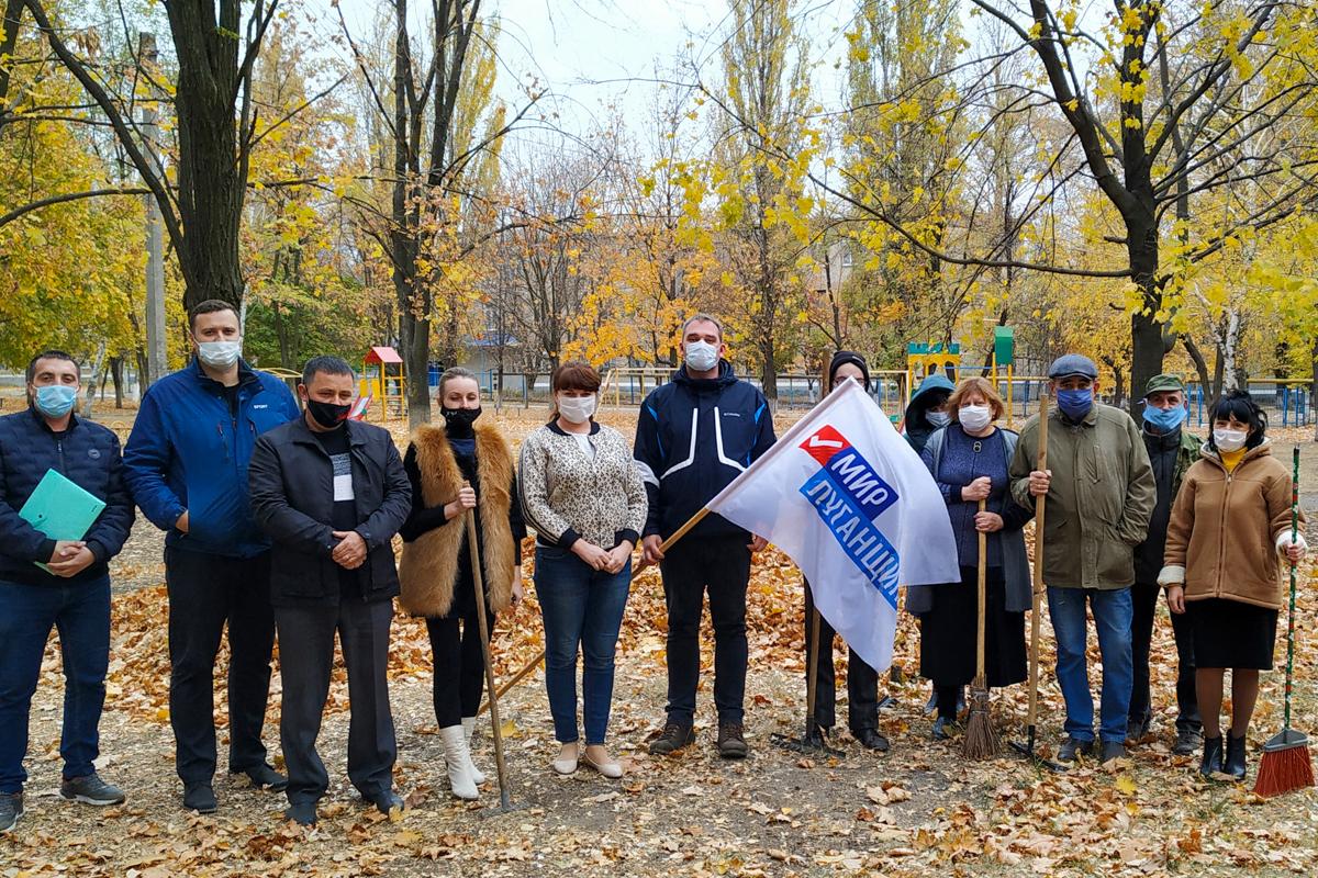 Суходольские активисты привели в порядок сквер имени Виктора Ташлыкова 2