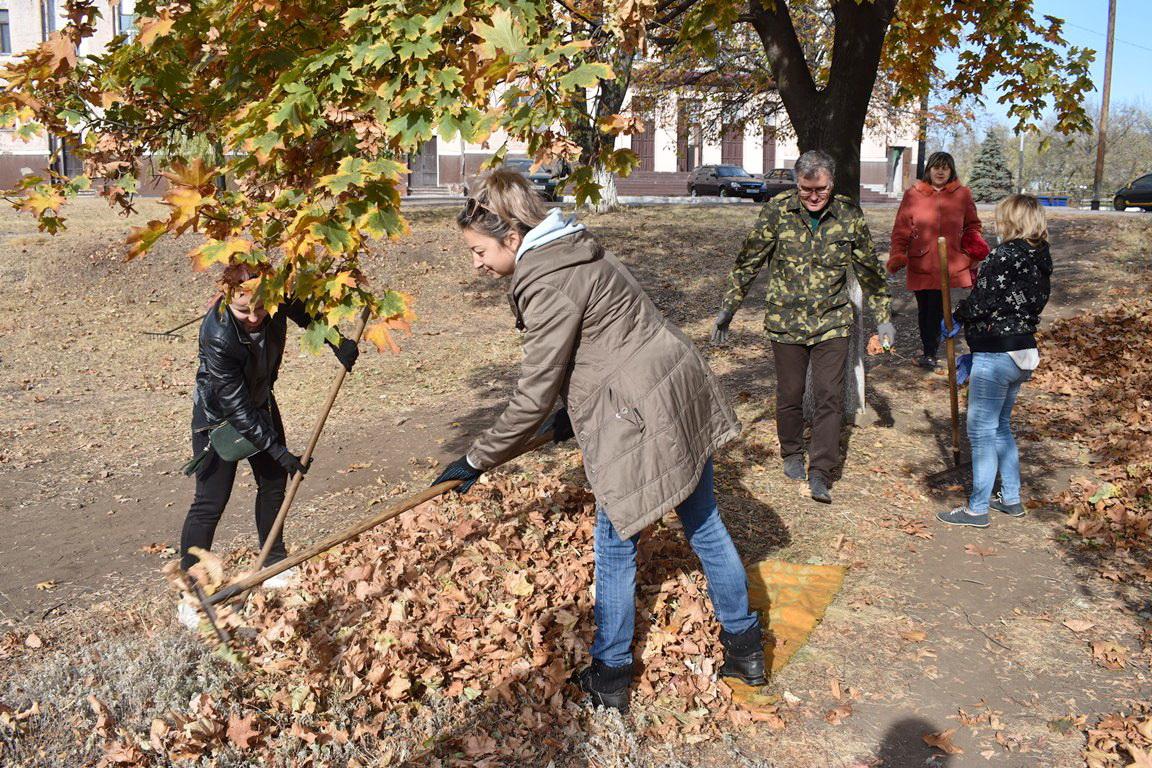 В парке Брянки активисты провели субботник