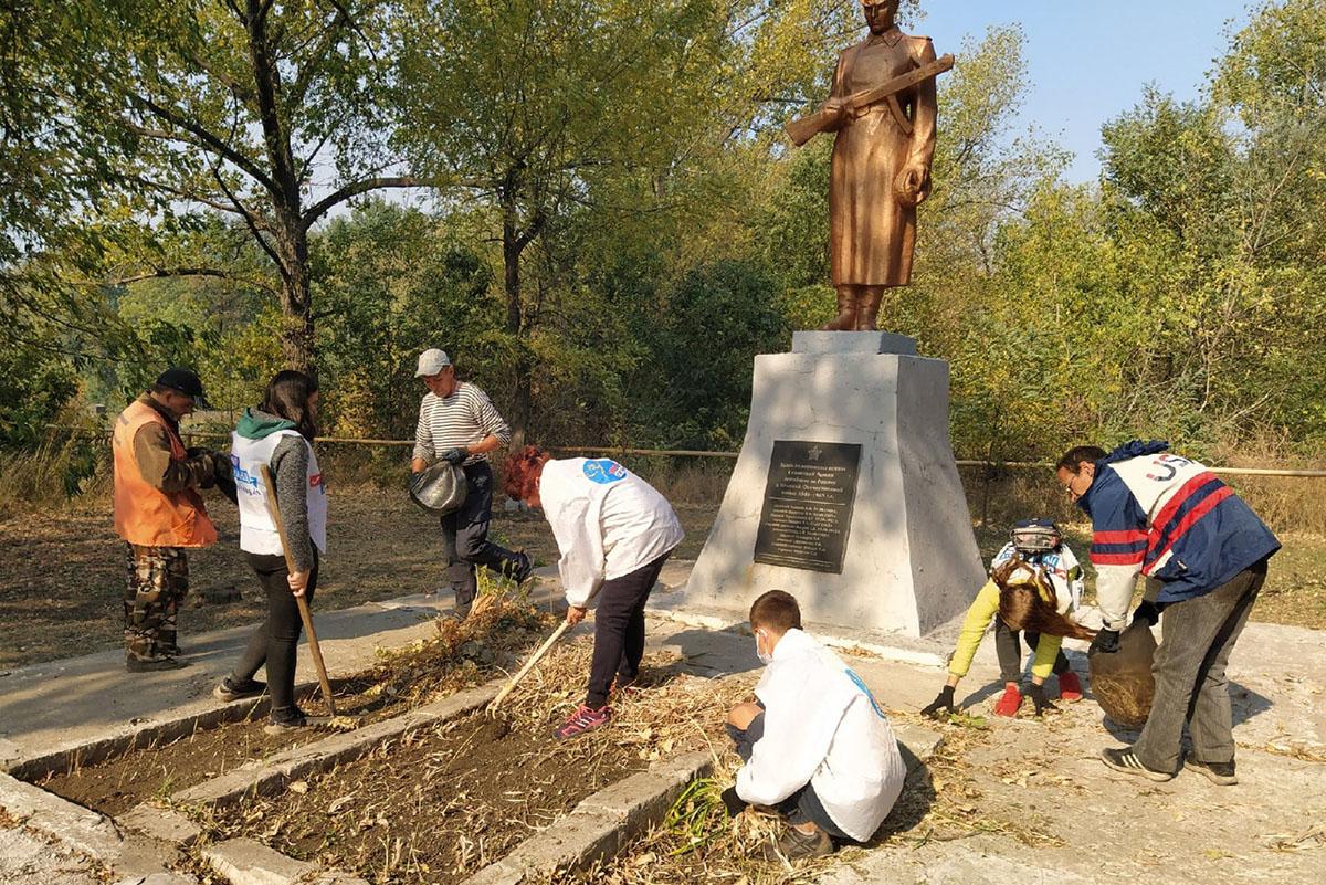 В Бугаёвке активисты движения и местные жители провели субботник 1