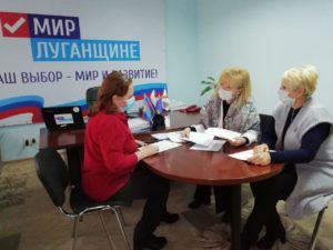 Депутат Народного Совета ЛНР Анна Мосина провела приём граждан Славяносербска