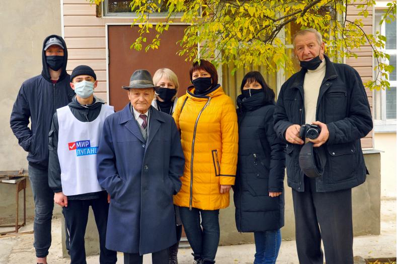 В Свердловске активисты продолжают оказывать помощь ветеранам и участникам Великой Отечественной войны