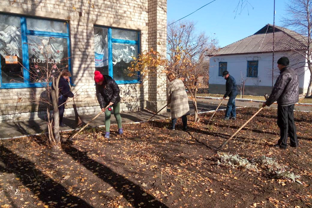 В посёлке Голубовское активисты ОД «Мир Луганщине» провели субботник