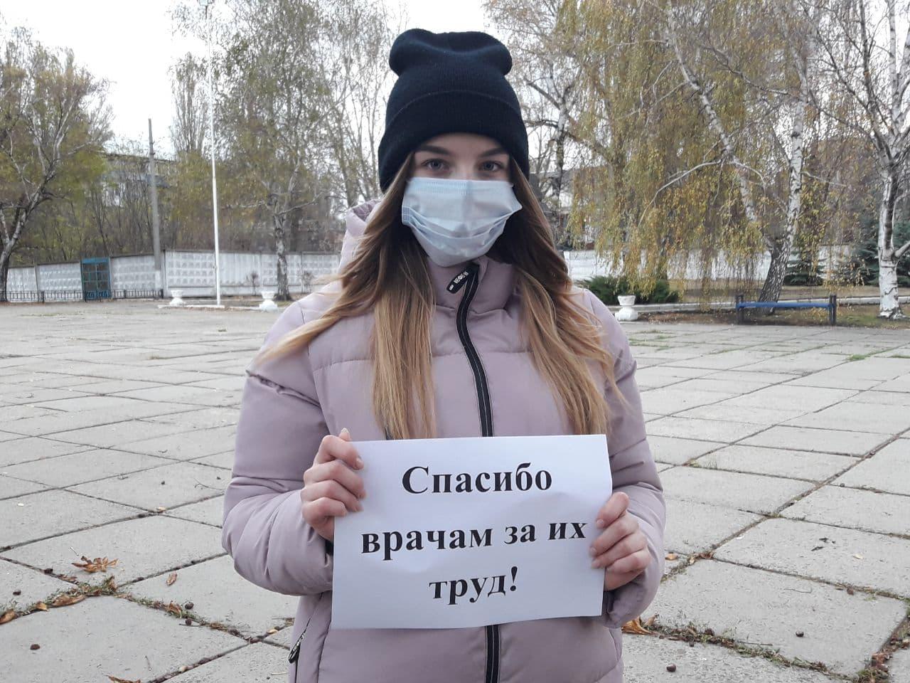 Кировские активисты проекта «Молодая Гвардия» поддержали врачей ЛНР
