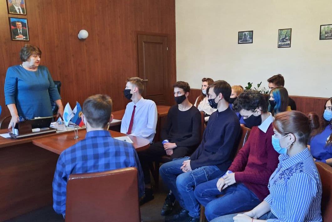Депутат Елена Рахмукова встретилась с молодёжными активистами