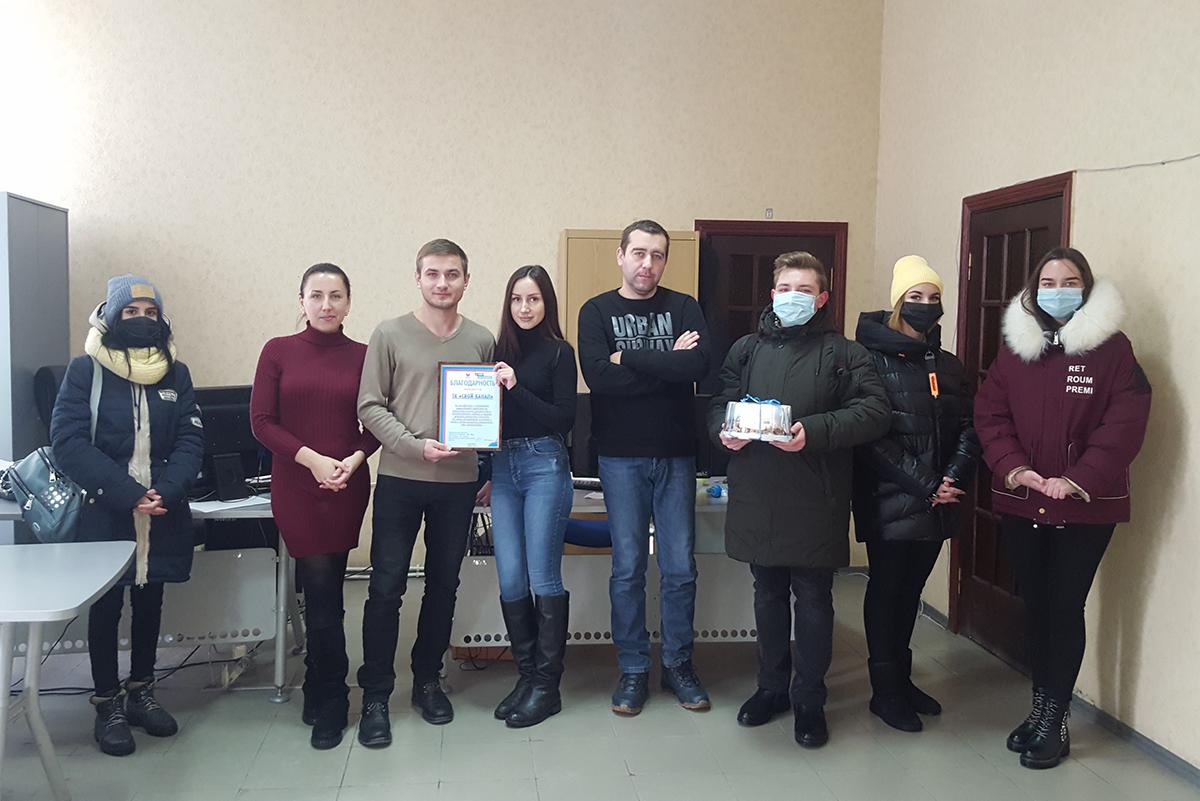 Краснодонские активисты проекта «Молодая Гвардия» поздравили сотрудников местного телеканала