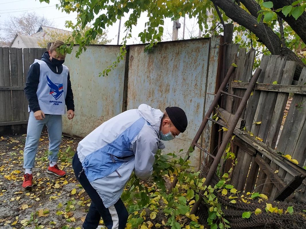 Свердловские активисты помогли ветерану Великой Отечественной войны