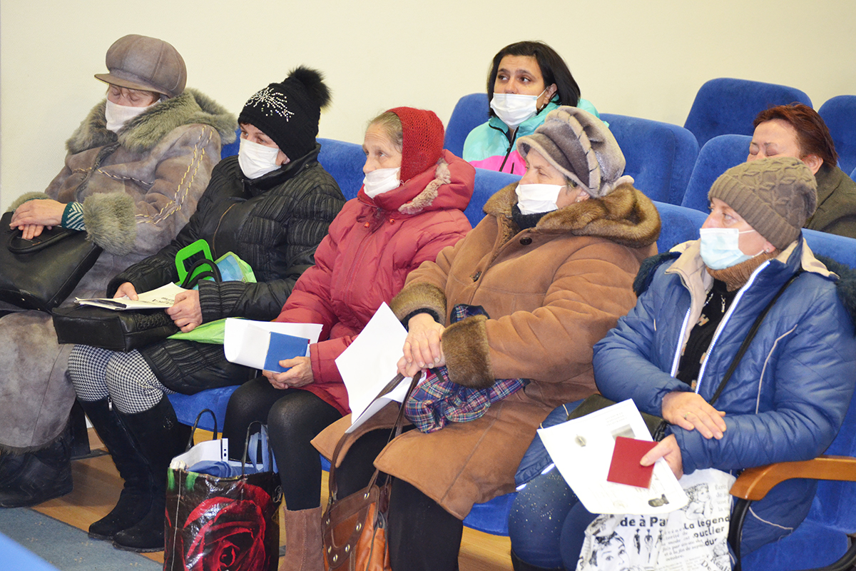 Жителям Луганска выдали продуктовые наборы от проекта «Волонтёр» 2