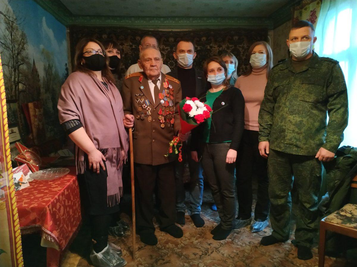 В Свердловске поздравили с днём рождения участника боевых действий Великой Отечественной войны