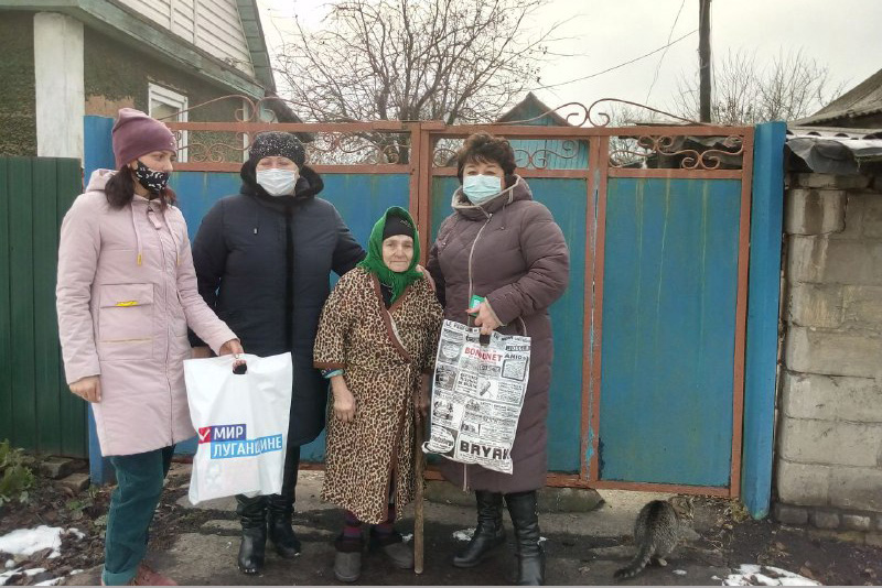Перевальские активисты поздравили мать-героиню