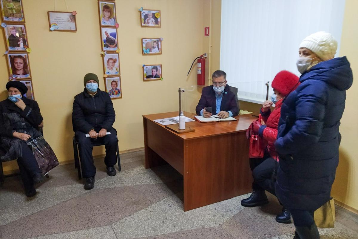 Виталий Михайлов провёл приём граждан в Перевальске