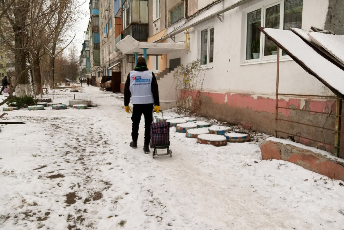 Волонтёры оказали помощь двум жительницам Антрацита 2