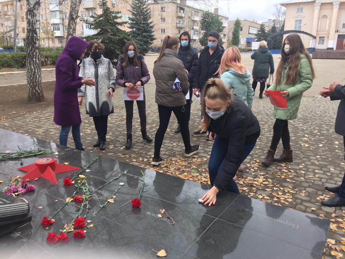 Лутугинцы провели акцию, посвященную памяти жертв фашизма