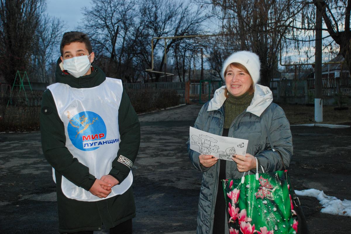 Активисты города Алмазная провели праздничную акцию ко Дню матери