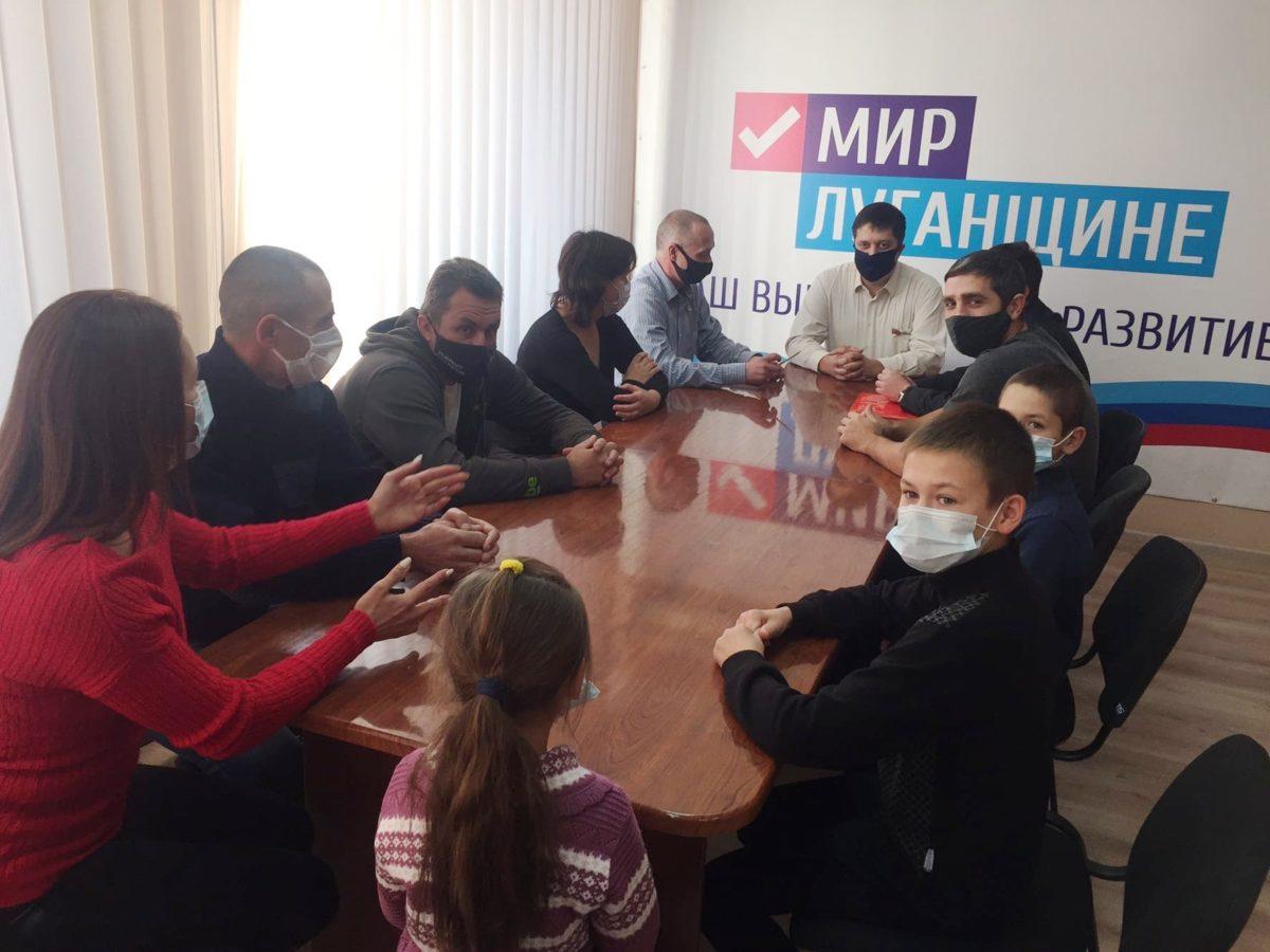 Депутат Андрей Тамбовцев встретился с лутугинскими спортсменами