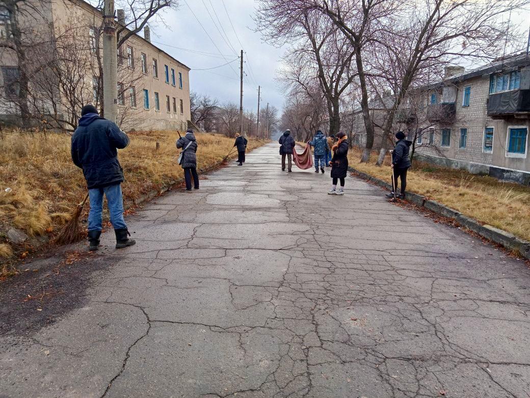 Краснолучские активисты провели субботник в посёлке Княгиневка