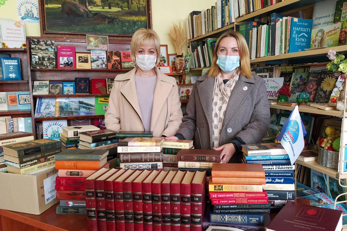 Активисты ОД «Мир Луганщине» посёлка Металлист провели акцию «Поддержи библиотеки Донбасса!»