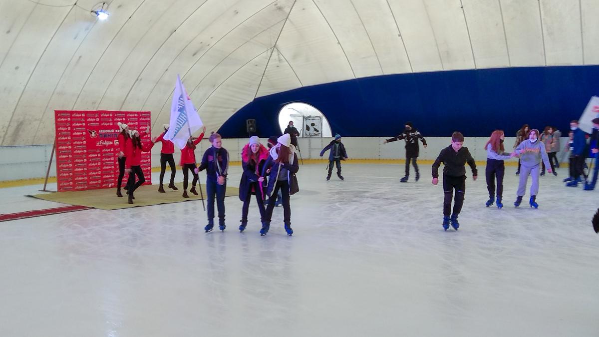Дети луганских активистов получили билеты на посещение спортивно-развлекательного комплекса «Пингвин» 2
