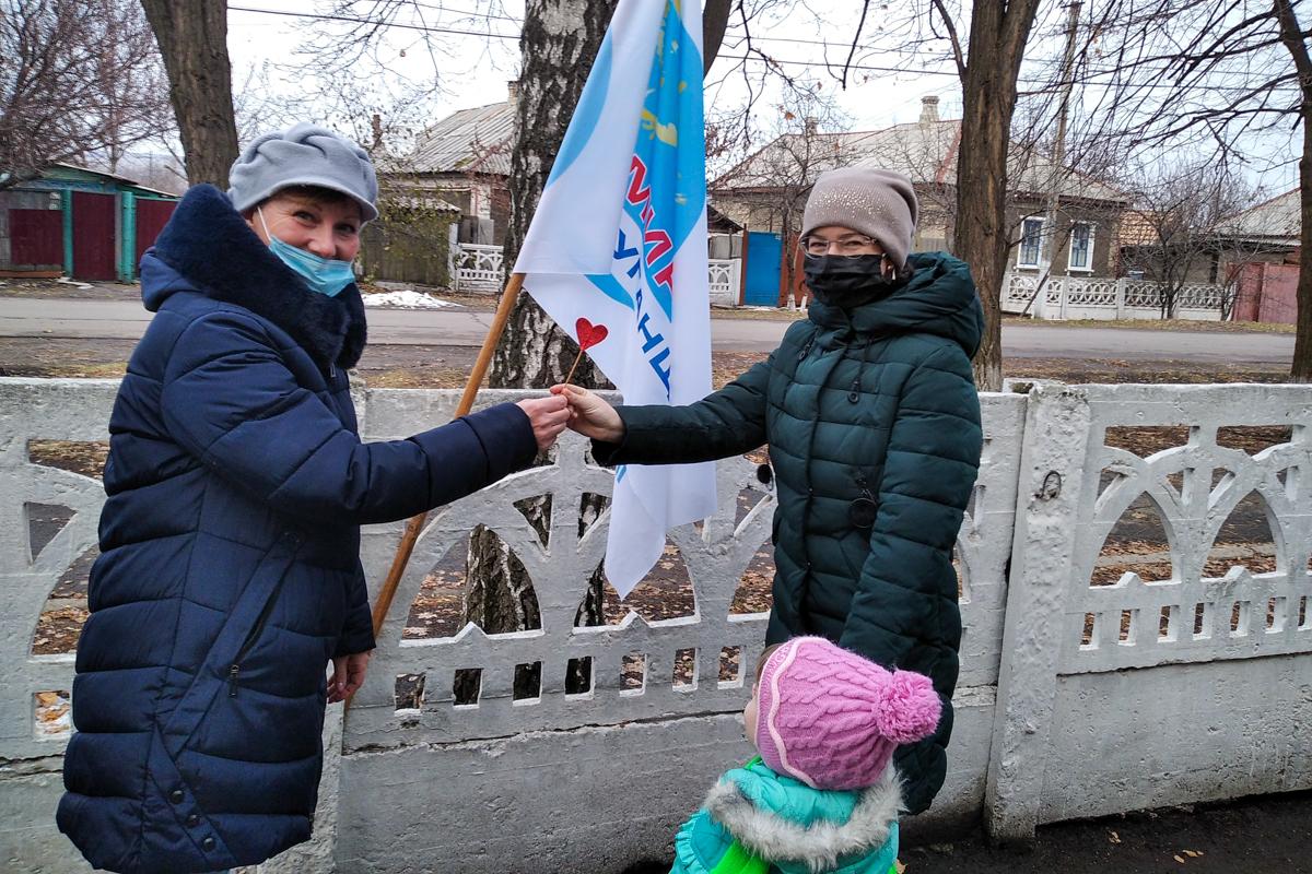 В прифронтовом посёлке Фрунзе состоялась акция «Мамино сердце»