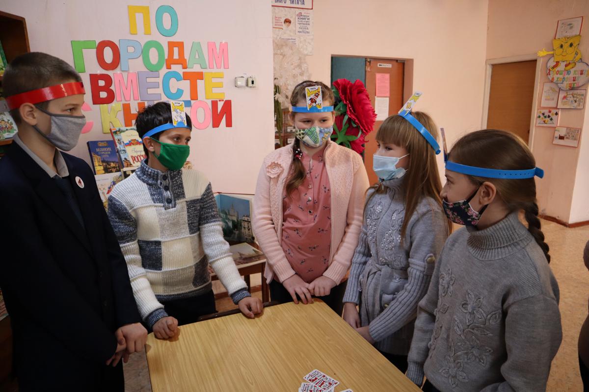 Активисты проекта «Волонтёр» передали настольные игры для детей из прифронтового Кировска 6