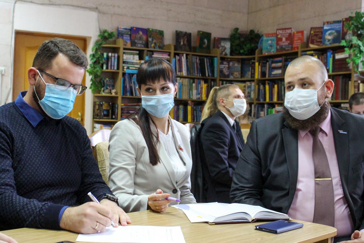 В Луганске ко Дню народного единства провели молодёжный квиз 1
