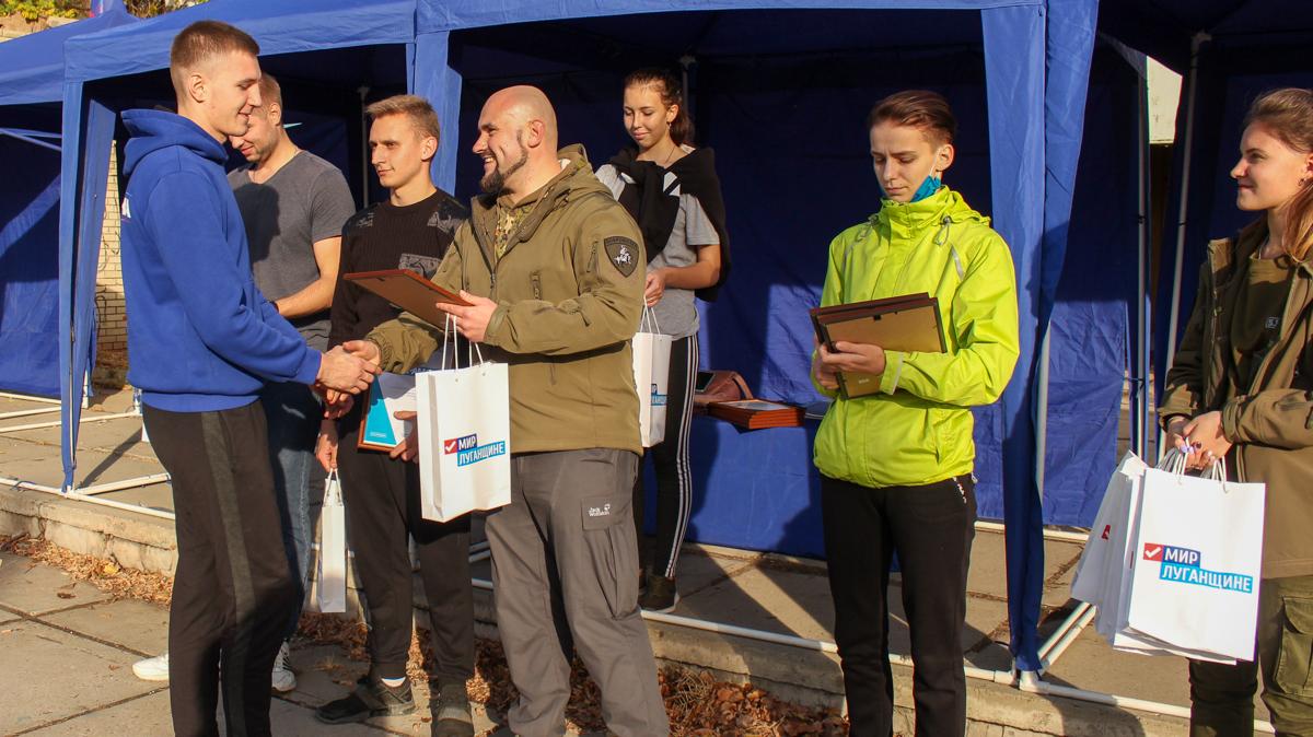 В завершение состязаний команды соревновались в перетягивании каната 7
