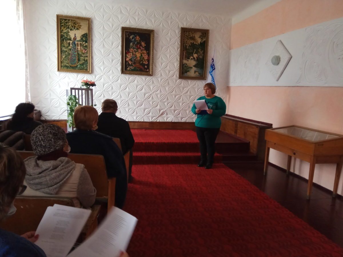 Краснолучские активисты отремонтировали музейную комнату