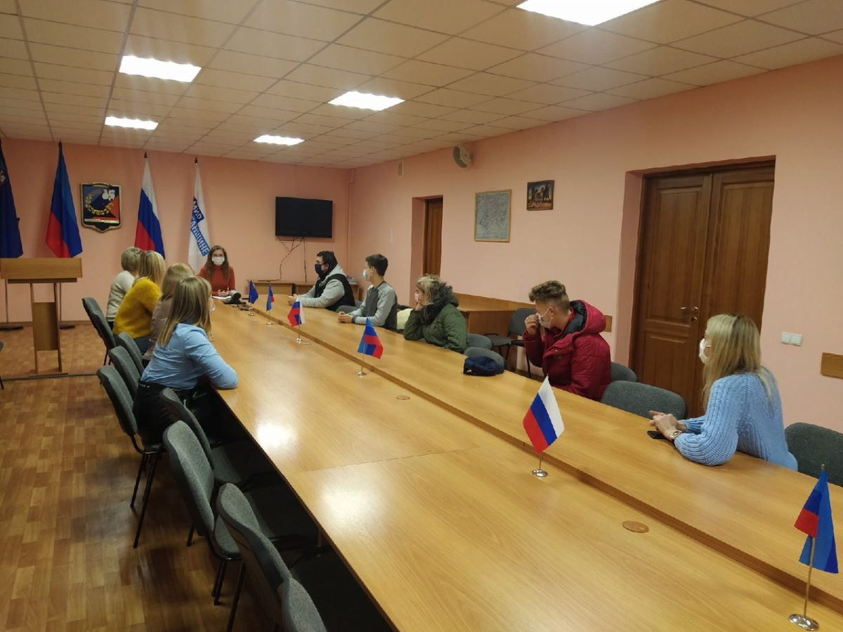 Молодёжь Перевальского района почтила память погибших воинов, защитников Донбасса