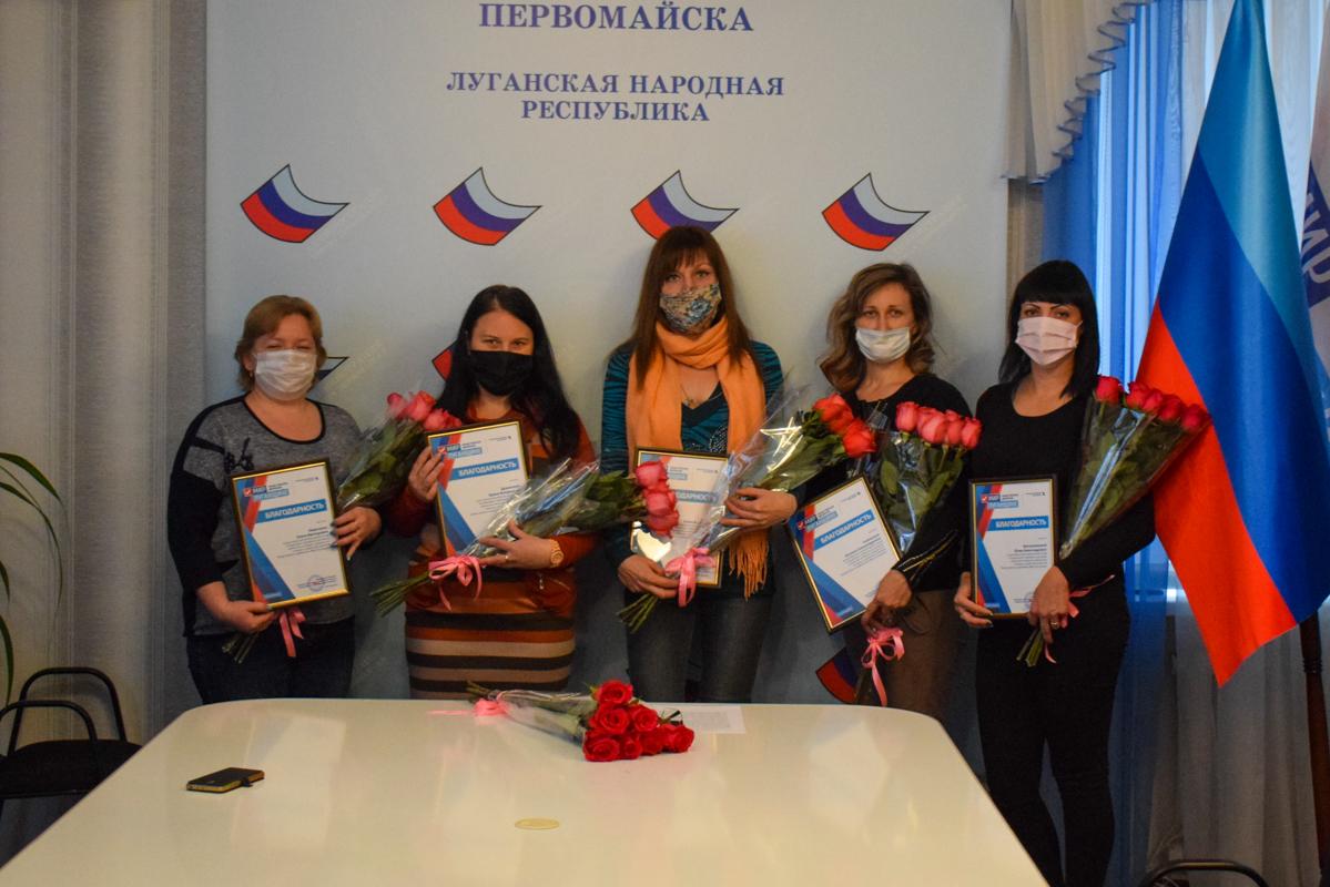 В День матери активисты ОД «Мир Лугнащине» поздравили многодетных матерей ЛНР 5 6