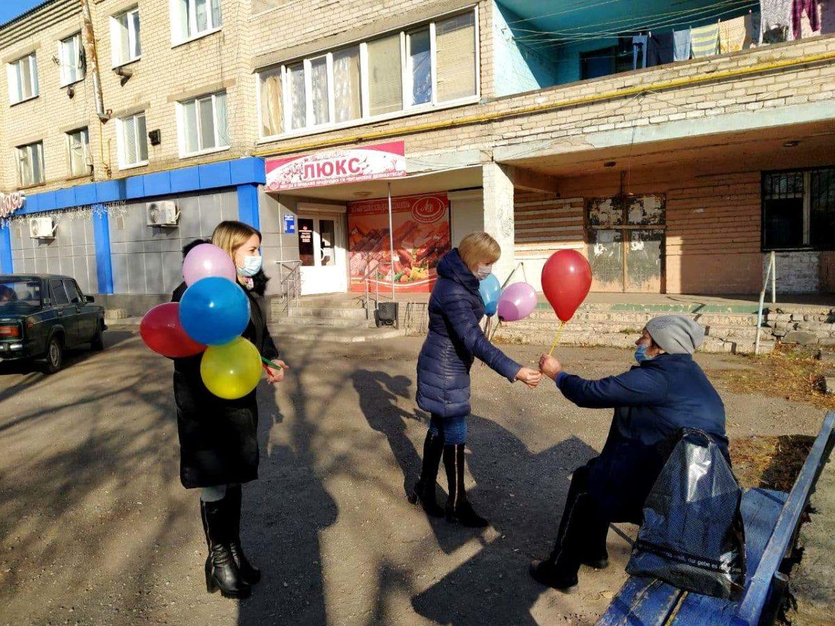 Активисты посёлка Металлист провели акцию ко Всемирному дню доброты